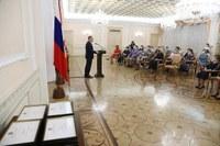 Алексей Текслер наградил лучших сотрудников системы социальной защиты населения